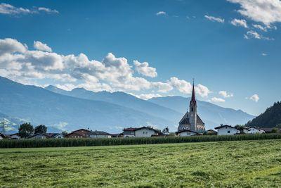 Blick auf die Pfarrkirche in Stans