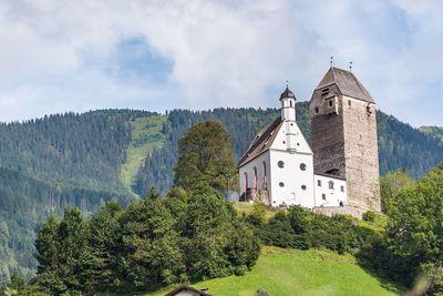 Burg Freundsberg im Sommer