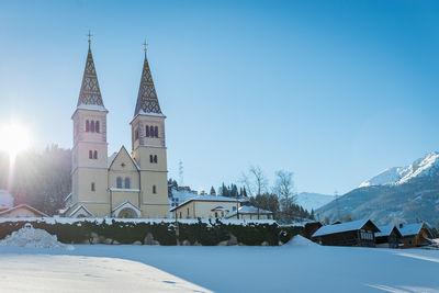 Pfarrkirche Weerberg im Winter