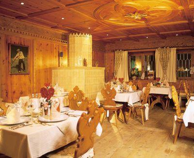 Hotel Schwarzbrunn Stube.jpg
